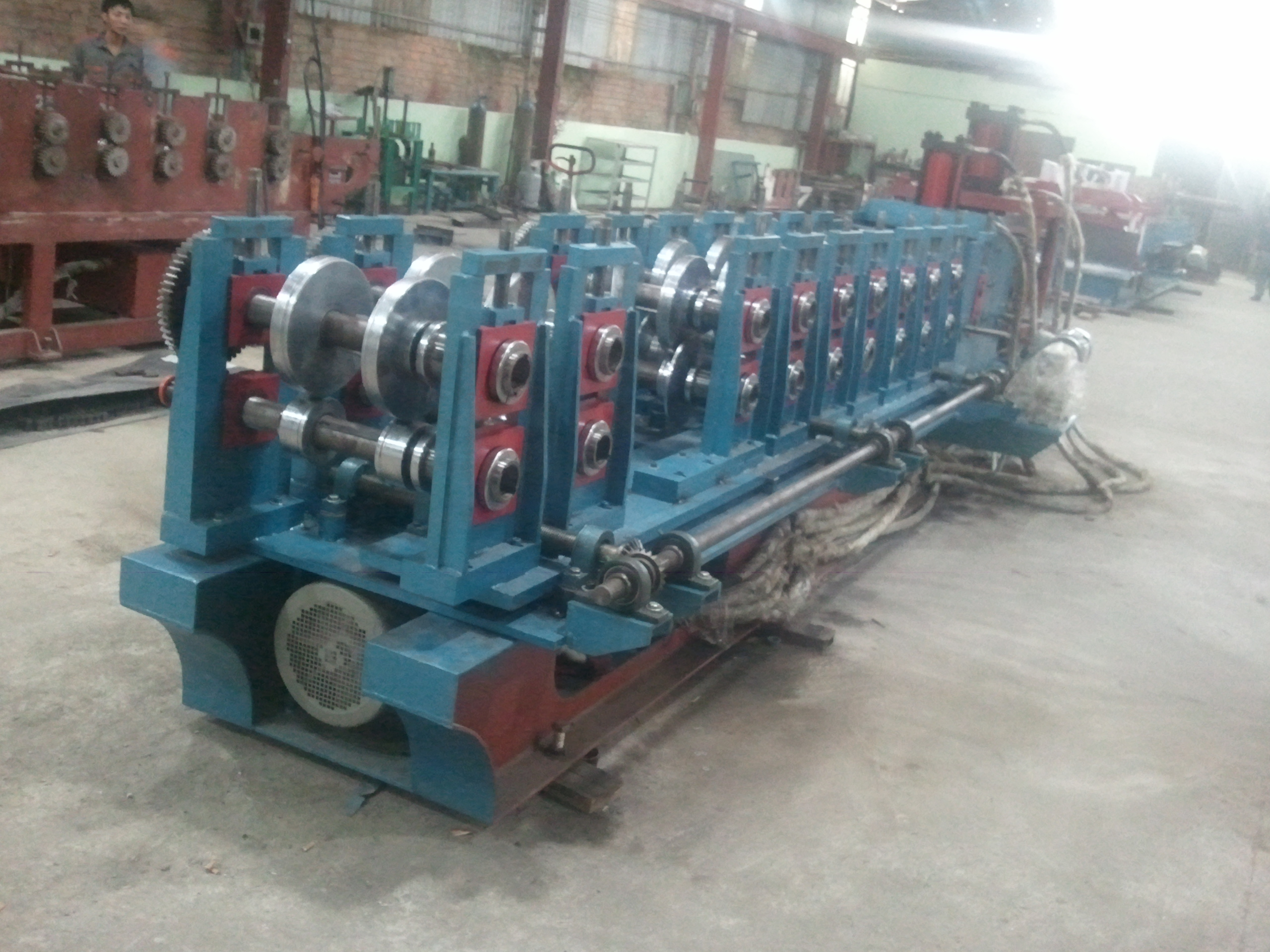 C PURLIN ROLL FORMING MACHINE ( AUTO CHANGE SIZE )